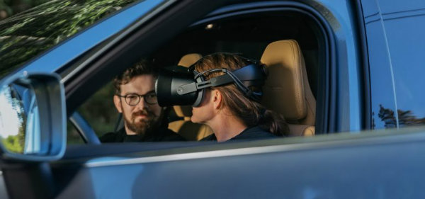 e3305a03-volvo-mixed-reality-application-development-5-768x360