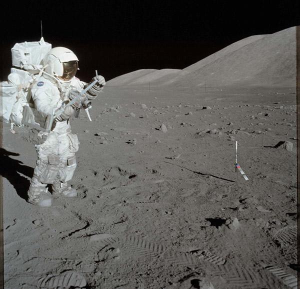 ارسال فضانوردان به ماه