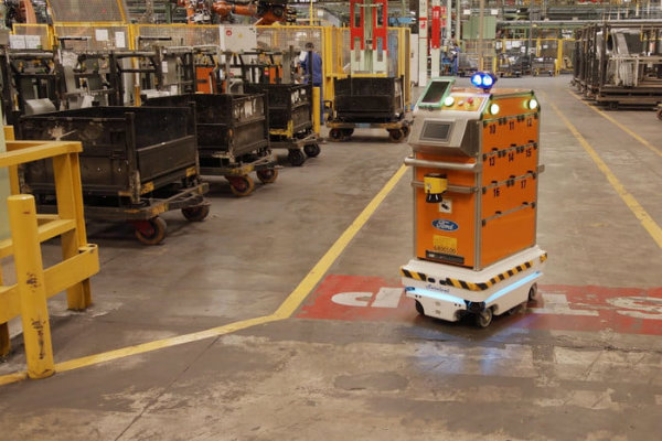 self-driving-robot-makes-life-easier-for-ford-employees-700x467-c