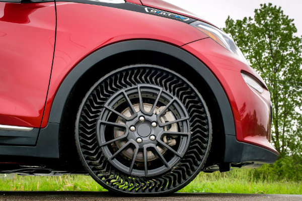 036f3af0-gm-and-michelin-airless-tires-1