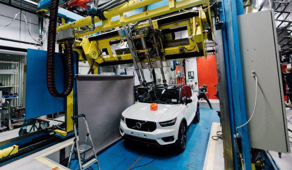 253949-volvo-cars-and-poc-develop-world-first-car-bike-helmet-crash-test-1559578210