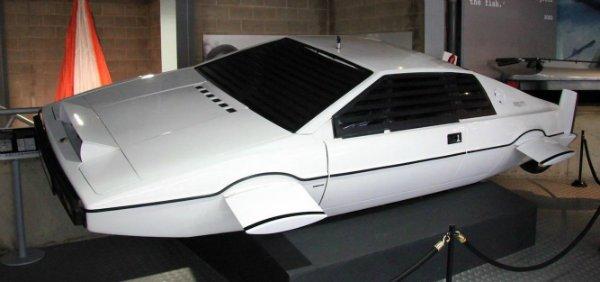 Elon Musk says Tesla has a design ready for a James Bond-style submarine car (1)