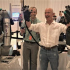 جف بزوس این دستهای رباتیک را عجیب و طبیعی توصیف میکند [تماشا کنید]