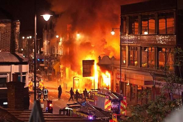 نقش اپلیکیشن BBM در شورش لندن