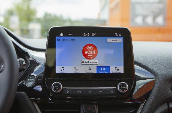 8ee93a7b-ford-parking-guidance-tech-4