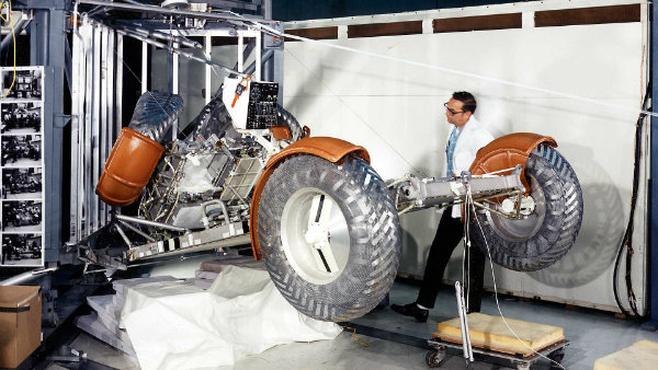 lunar-roving-vehicle-the-one-and-only-car-on-the-moon (13)