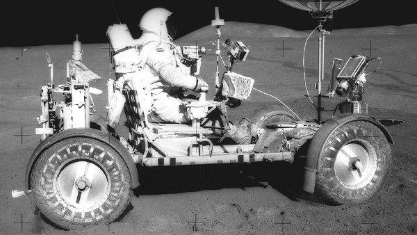 lunar-roving-vehicle-the-one-and-only-car-on-the-moon (15)