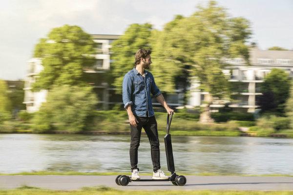 0080e029-2019-audi-e-tron-scooter-concept-10