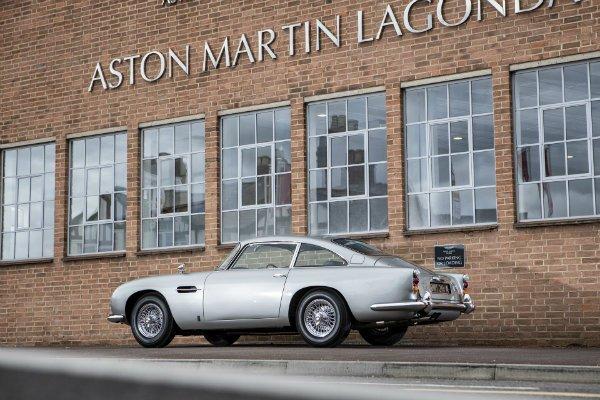 c31c6207-1965-aston-martin-db5-bond-car-35