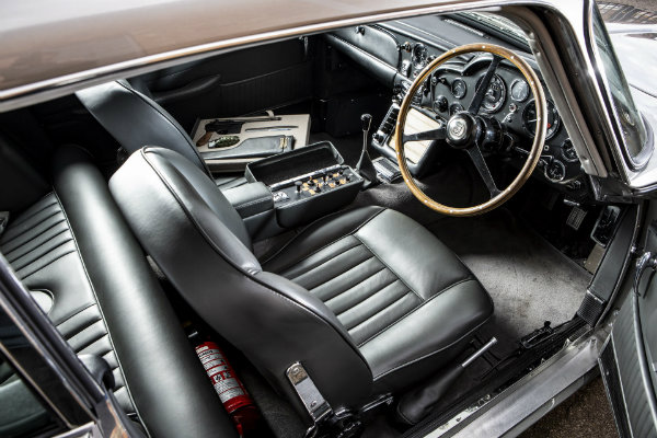 fe89e9d5-1965-aston-martin-db5-bond-car-11