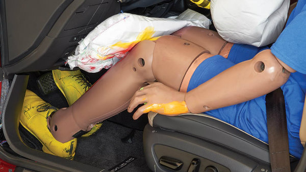 knee-airbags-are-utterly-useless-and-could-even-be-dangerous-iihs-finds-136589_1
