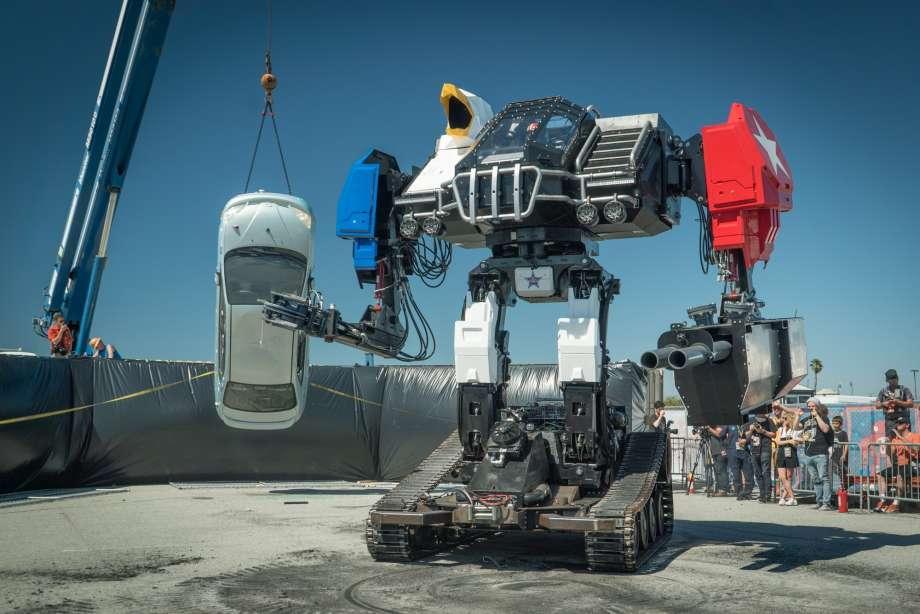 ربات غول پیکر Eage Prime پانزده تن وزن و پنج متر قد دارد