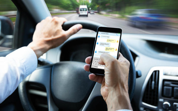 using phone while driving (4)