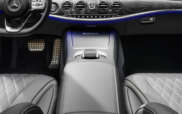 11-mercedes-heated-armrest-use_mercedes_0