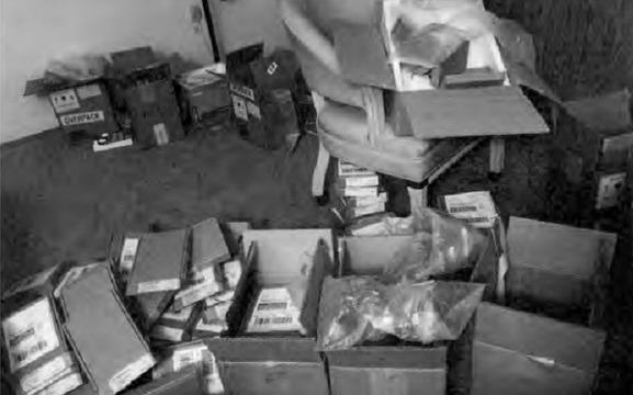 دستگیری دو چینی به خاطر قاچاق قطعات آیفون