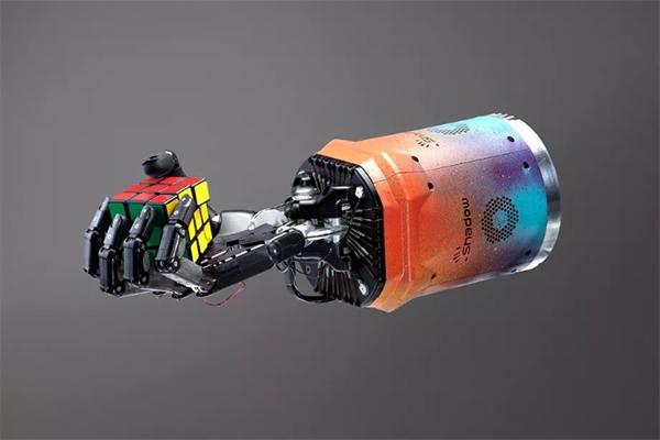ربات انسان نمای OpenAI مکعب روبیک را یک دستی حل کرد [تماشا کنید]