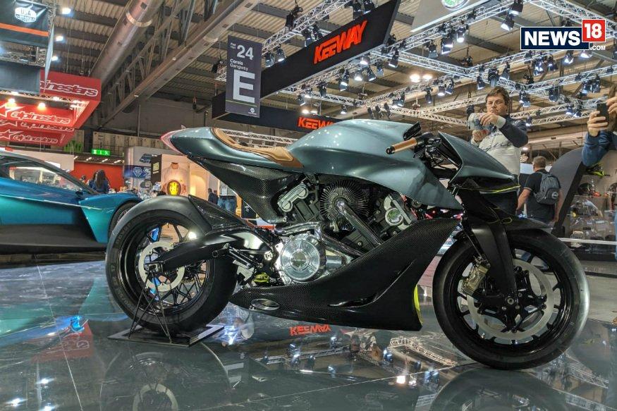 رونمایی استون مارتین از موتورسیکلت AMB 001؛ هیولای جذاب ۱۲۰ هزار دلاری