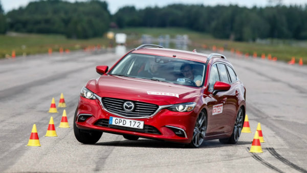 Mazda 6 Wagon 2015 moose test