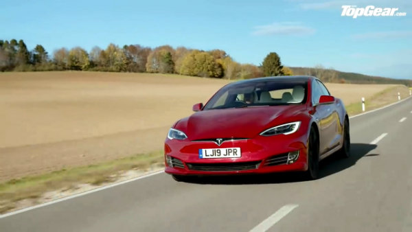 Porsche Taycan Turbo S vs Tesla Model S_ DRAG RACE, FULL REVIEW AND VMAX _ Top Gear (10)