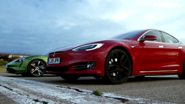 Porsche Taycan Turbo S vs Tesla Model S_ DRAG RACE, FULL REVIEW AND VMAX _ Top Gear (3)