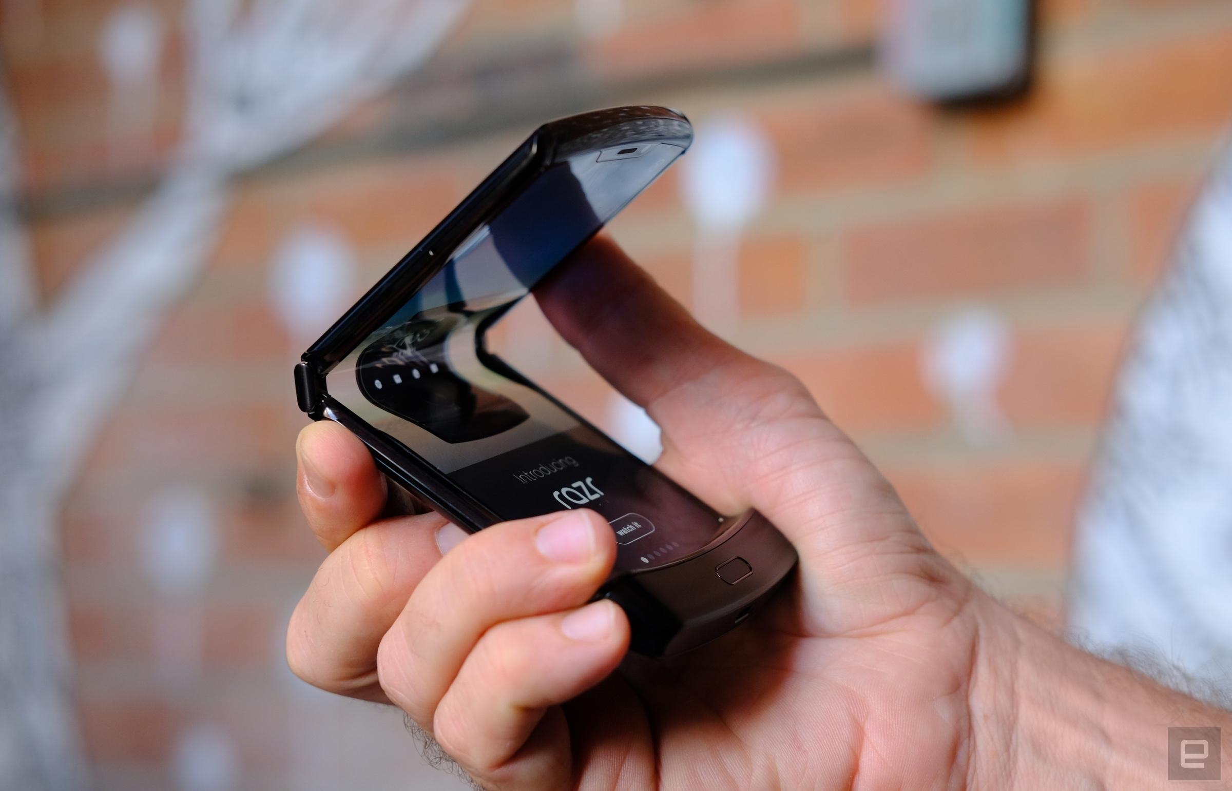 موتورولا ریزر معرفی شد؛ اولین گوشی تاشوی موتورولا با طراحی نامتعارف