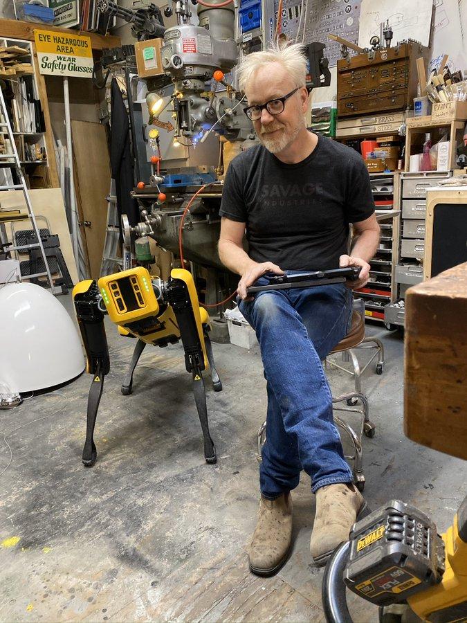 سگ رباتیک اسپات توسط طراح جلوه های ویژه تعلیم می بیند