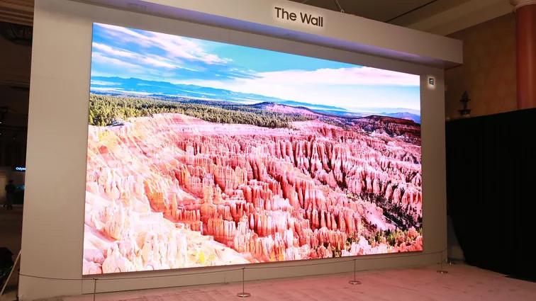 سامسونگ تلویزیون The Wall را به رخ همگان کشید؛ ۲۹۲ اینچ و دیگر هیچ