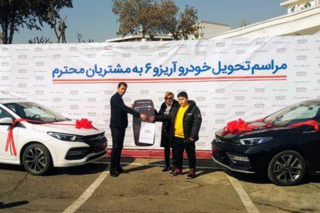 مراسم تحویل چری آریزو 6 به مشتریان توسط مدیران خودرو برگزار شد