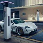 مقایسه سرعت شارژ پورشه تایکان و تسلا مدل 3؛ باتری کدام یک سریع تر شارژ می شود؟