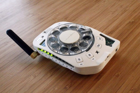 ساخت گوشی با شماره گیر چرخشی تلفنهای قدیمی