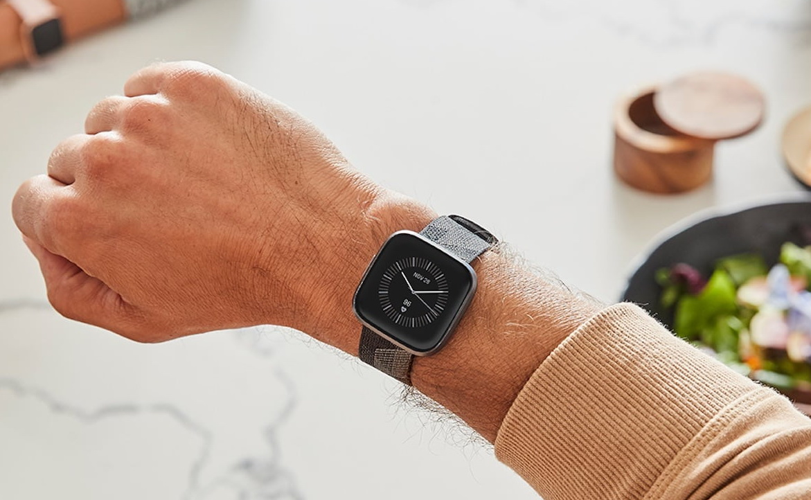 ساعت هوشمند فیت بیت ورسا 2