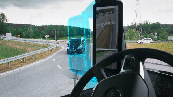 دوربین های جانبی مرسدس بنز آکتروس چگونه کار راننده را راحت تر می کنند؟ [تماشا کنید]