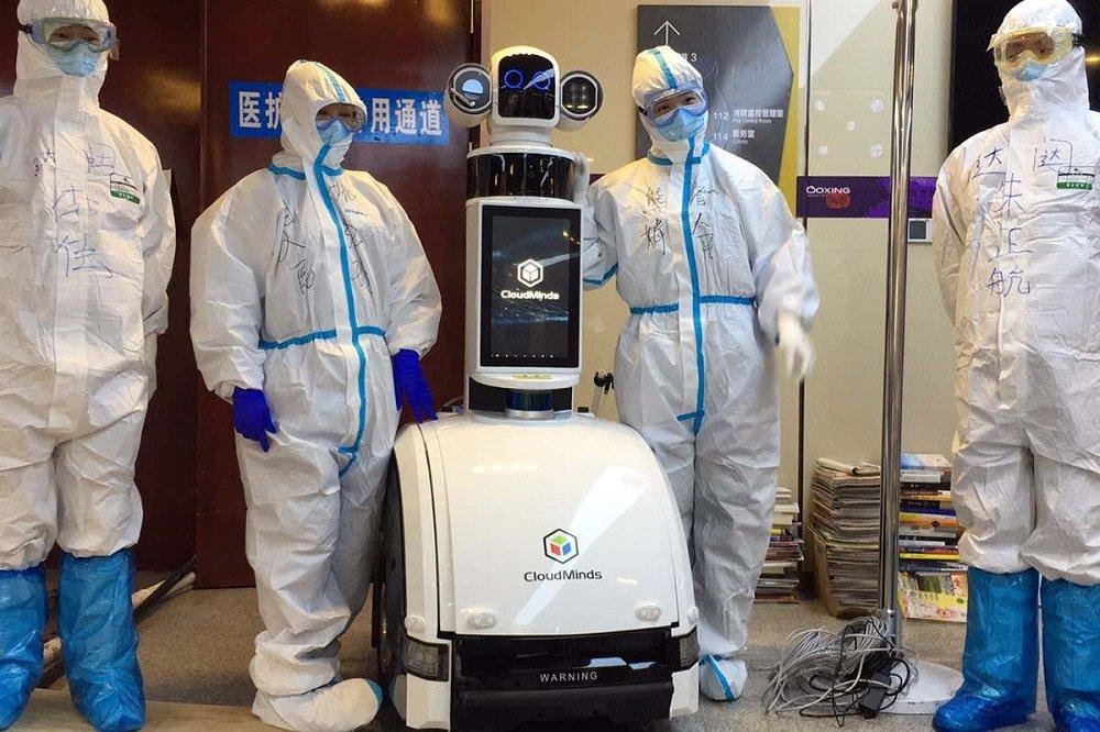 حفاظت از کادر درمان با رباتهای 5G؛ چین نخستین بیمارستان هوشمند ویروس کرونا را افتتاح کرد