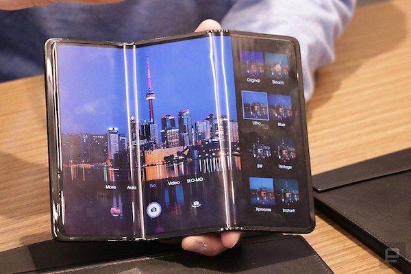 tcl tri fold foldable tablet concept hands on 1 1 نگاه نزدیک به گوشی رول شونده TCL [تماشا کنید] اخبار IT