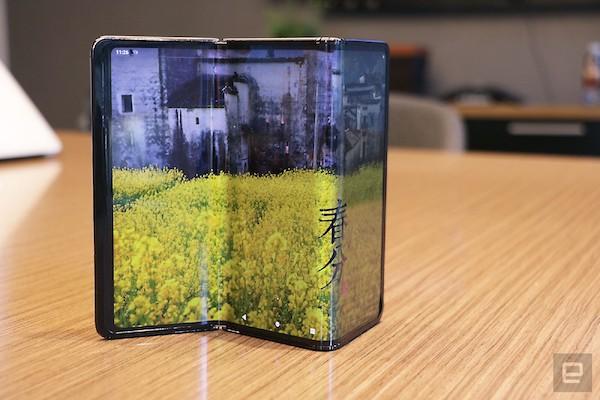 tcl tri fold foldable tablet concept hands on 1 3 نگاه نزدیک به گوشی رول شونده TCL [تماشا کنید] اخبار IT