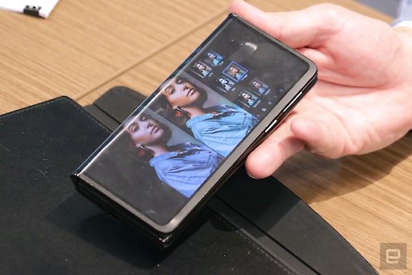 tcl tri fold foldable tablet concept hands on 1 نگاه نزدیک به گوشی رول شونده TCL [تماشا کنید] اخبار IT