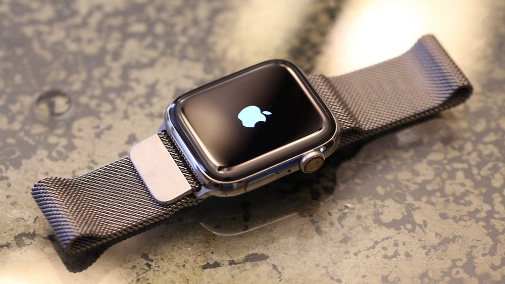 اپل استفاده از باتری متحرک به جای موتور هپتیک در اپل واچ را بررسی میکند