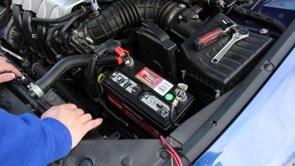 7 warning signs your car battery is dying عمر باتری خودرو چقدر است و چگونه میتوان از خراب شدن زود هنگام آن جلوگیری کرد؟ اخبار IT
