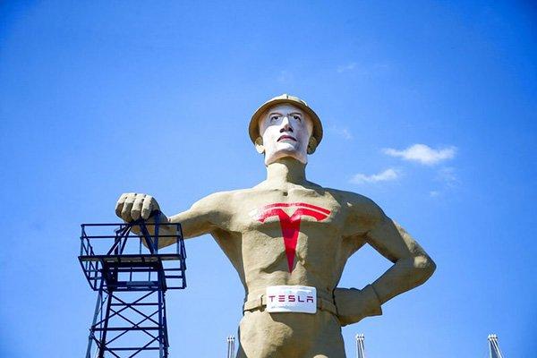 مقامات تالسا با «ایلانِ طلایی» خواهان ساخت کارخانه تسلا در این شهرستان شدند