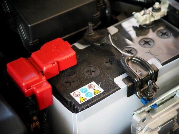 car battery عمر باتری خودرو چقدر است و چگونه میتوان از خراب شدن زود هنگام آن جلوگیری کرد؟ اخبار IT