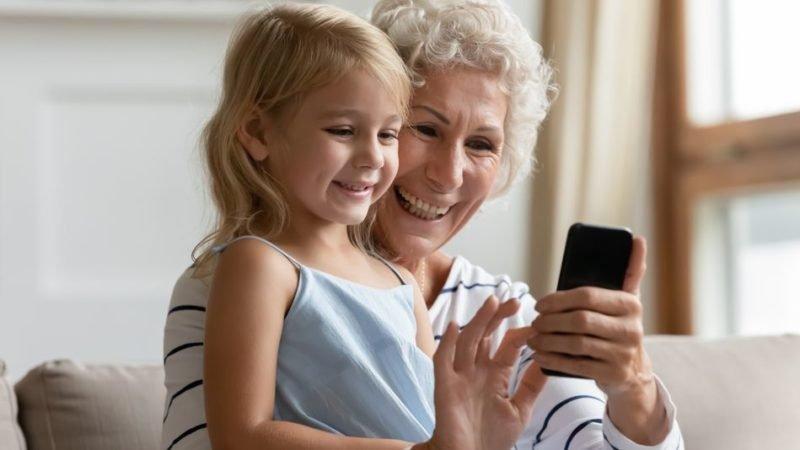 جریمه برای مادربزرگ هلندی به جرم اشتراک گذاری عکس نوه هایش در فیسبوک