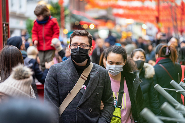 crowd medical mask coronavirus istock powerofflowers فقدان دانش عمیق در حوزههای مختلف؛ پاشنه آشیل استارتاپهای نوآور اخبار IT