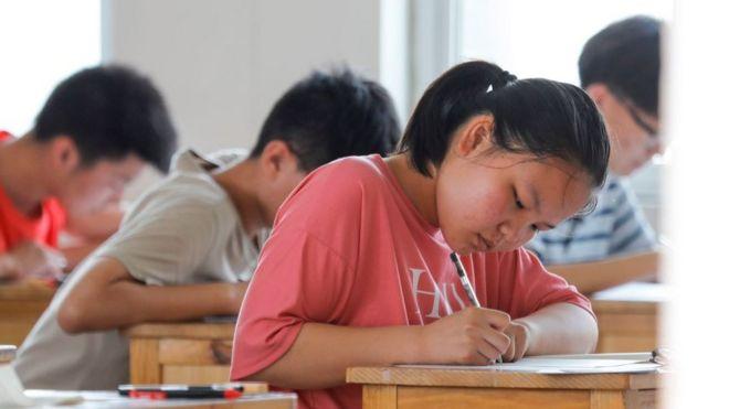 113282910 gettyimages 1225047696 زن چینی که ۱۶ سال پیش هویتش در گائوکائو به سرقت رفته بود به دانشگاه باز می گردد اخبار IT