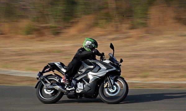 2017 Bajaj RS200 4 بررسی موتورسیکلت پالس RS200؛ مزایا، معایب و قیمت در بازار اخبار IT