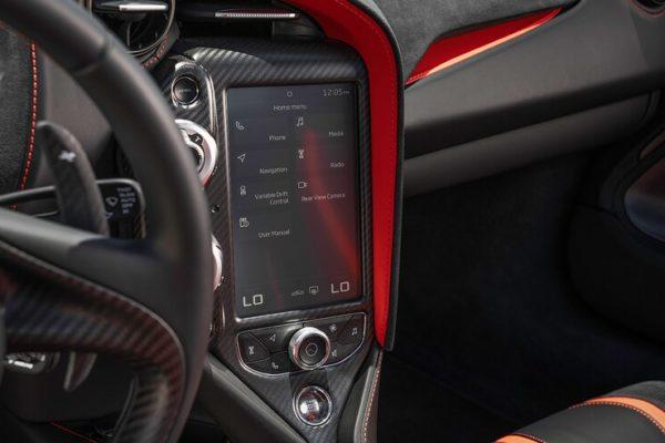 2020 McLaren 720S Spider 17 600x400 رقابت داغ پورشه 911 توربو S، مک لارن 720S و مرسدس AMG GT R در بازار سرد صنعت خودروسازی جهان اخبار IT