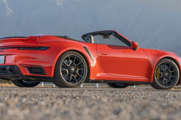 2021 Porsche 911 Turbo S Cabriolet 6 600x400 رقابت داغ پورشه 911 توربو S، مک لارن 720S و مرسدس AMG GT R در بازار سرد صنعت خودروسازی جهان اخبار IT