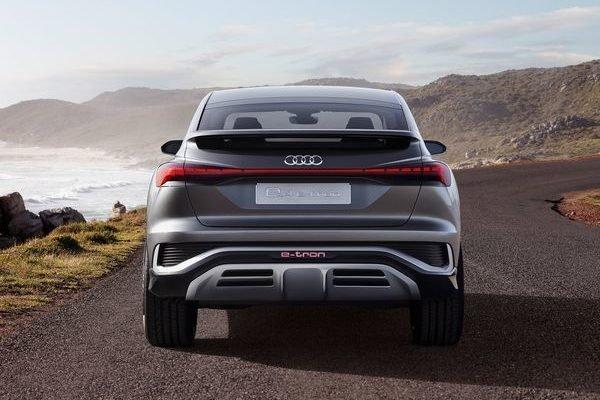 Audi Q4 Sportback e tron Concept 2020 19 600x400 مدیرعامل آئودی: تسلا 2 سال از سایر خودروسازان جلوتر است اخبار IT