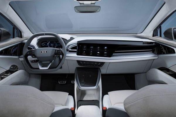 Audi Q4 Sportback e tron Concept 2020 27 600x400 مدیرعامل آئودی: تسلا 2 سال از سایر خودروسازان جلوتر است اخبار IT