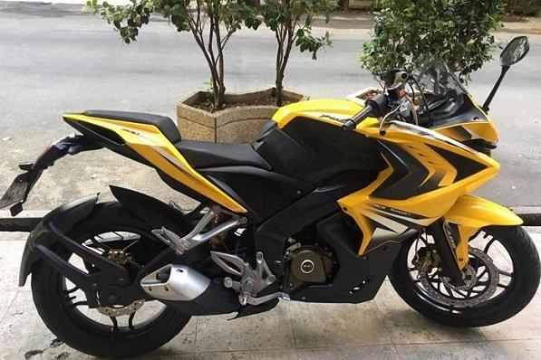 BikeImage71440 2 thumb 900 600 بررسی موتورسیکلت پالس RS200؛ مزایا، معایب و قیمت در بازار اخبار IT