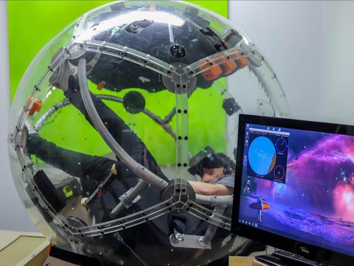 Nova 10 شبیهساز ۱۵۰ هزار دلاری «نوا» چگونه حس پرواز با جنگنده را منتقل میکند؟ اخبار IT